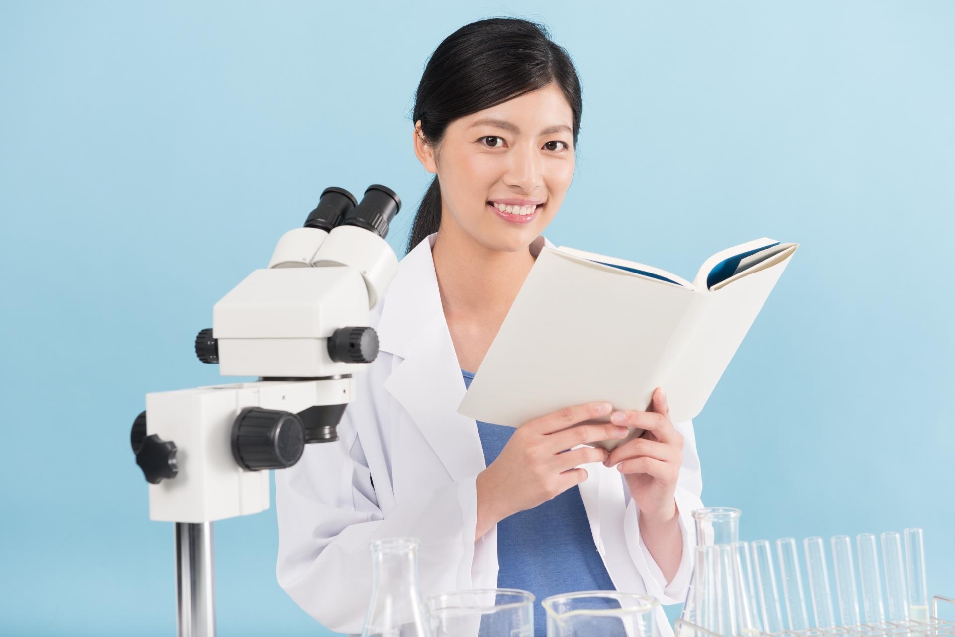 研究室と女性