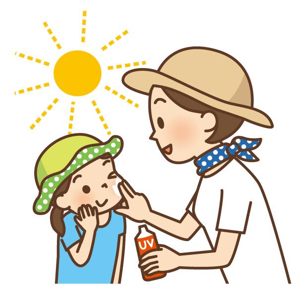 ママと子供が日焼け止めを塗る