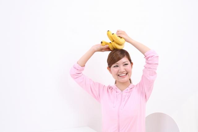 バナナと女性